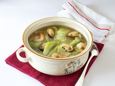 Chinese cabbage and seafood soup