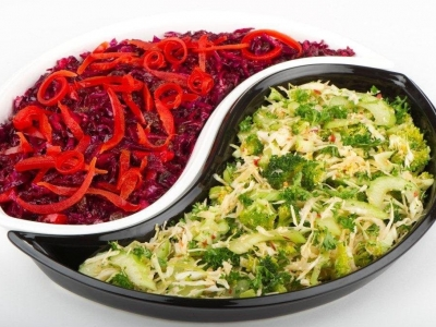 Green and red cabbage slaw