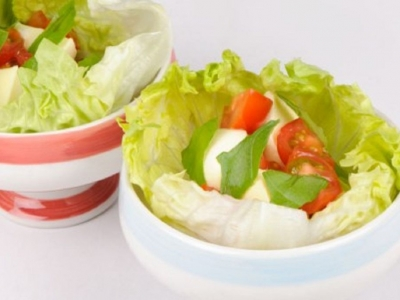 Lettuce cups with cherry tomatoes, bocconcini and basil
