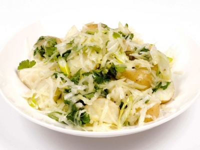 Potato salad with kohlrabi and spring onion