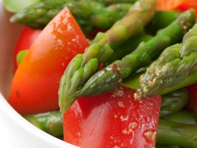 Red capsicum and asparagus salad