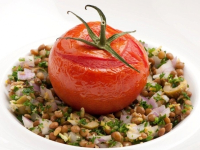 Slow roasted tomatoes and parsley lentil salad
