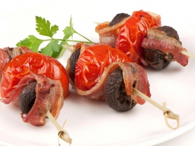 Tomato, mushroom and bacon kebabs