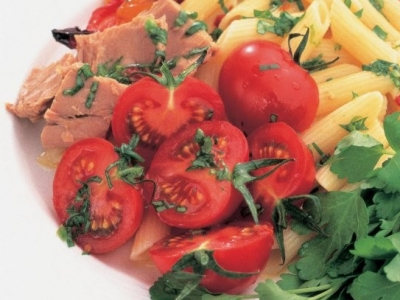 Tomatoes and capsicums with tuna