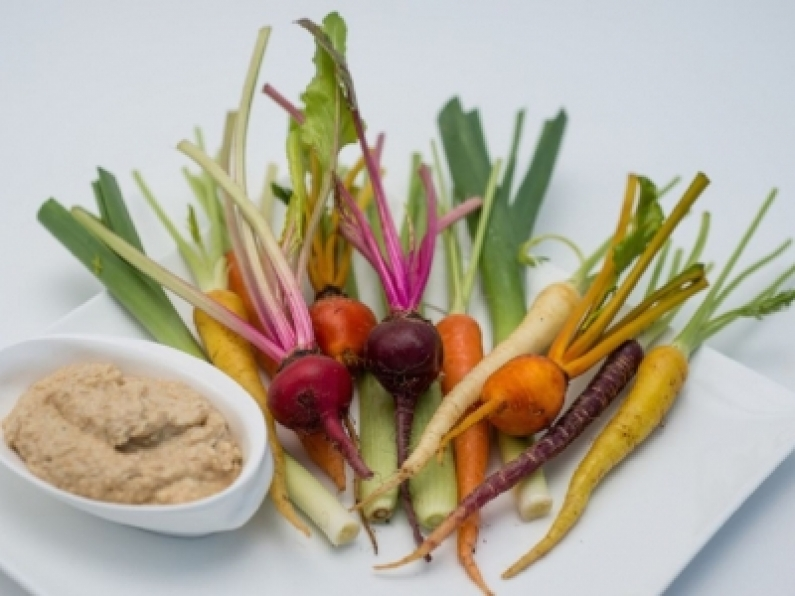 baby vegetables with hummus2