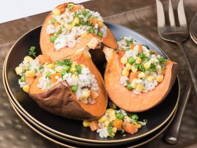 Pumpkin wedges with parsley vegetable filling
