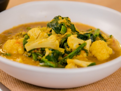 Cauliflower and spinach dahl curry
