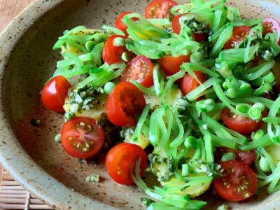Greek style snow peas with tomatoes and parsley