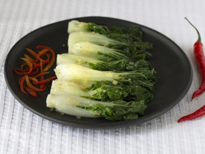 Steamed bok choy with Vietnamese dressing