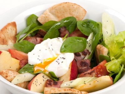 Salad with bacon and eggs