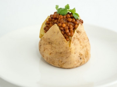 Baked potatoes with spicy lentils