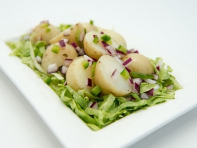 Boiled potatoes with onion and capsicum dressing
