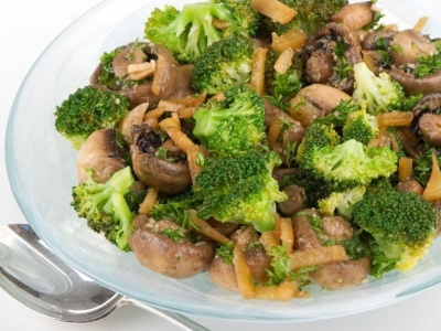 Broccoli, mushrooms and ginger