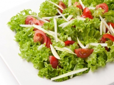 Cherry tomatoes, fennel and frilly lettuce salad