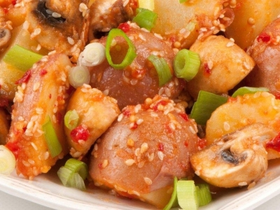 Hot and spicy red potato salad
