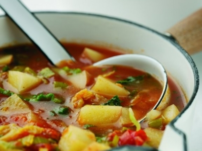 Leek, tomato and cabbage soup
