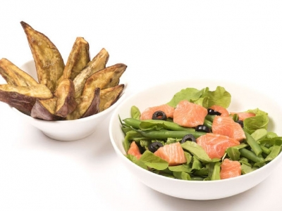 Lettuce and salmon salad with kūmara wedges