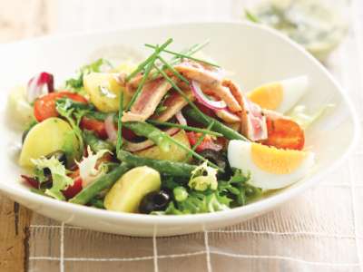 Nicoise salad with tomatoes, beans and olives