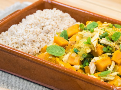 Pumpkin, pea and chicken curry