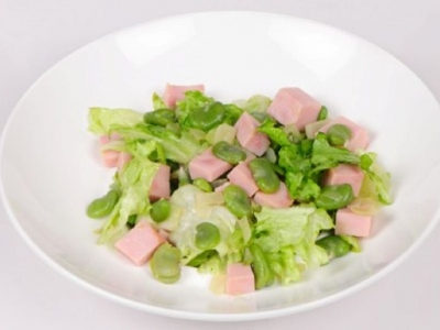 Warm broad beans, ham and lettuce salad